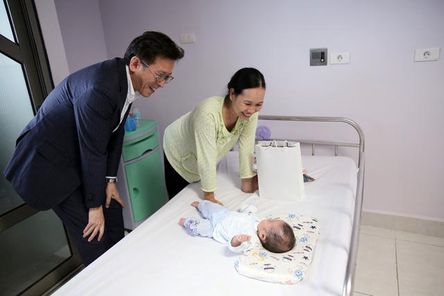 Quỹ Tấm lòng Việt và LIXIL Việt Nam chung tay hỗ trợ phẫu thuật tim bẩm sinh cho các bệnh nhi có hoàn cảnh khó khăn - Ảnh 30.