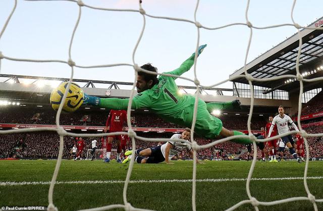 Liverpool 2-1 Tottenham: The Kop tiếp tục bất bại - Ảnh 1.