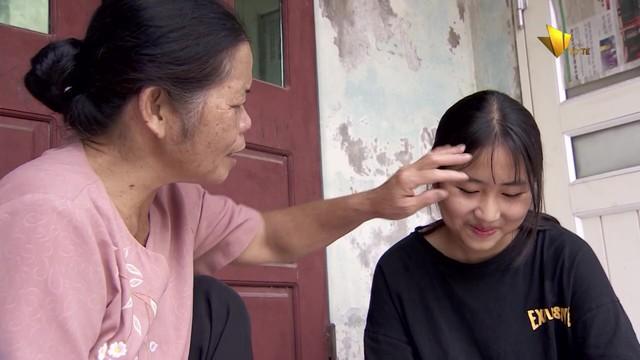 Xúc động câu chuyện về người giúp việc 15 năm nuôi bé gái bị mẹ bỏ rơi - Ảnh 2.