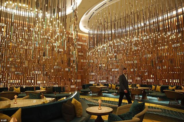 Khách sạn hình cây đàn guitar đầu tiên trên thế giới chính thức mở cửa - Ảnh 2.