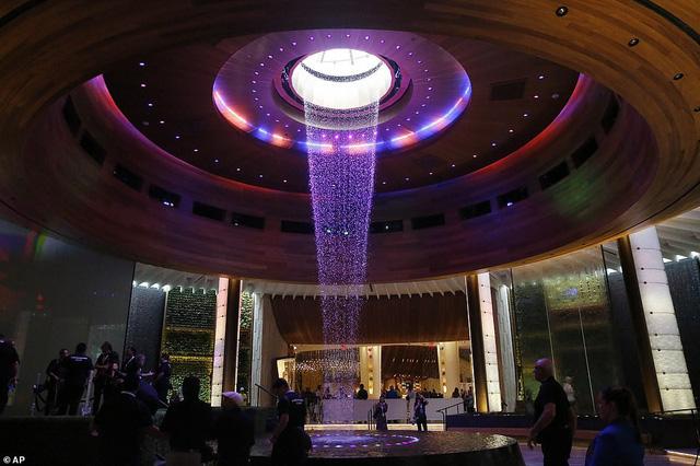 Khách sạn hình cây đàn guitar đầu tiên trên thế giới chính thức mở cửa - Ảnh 3.