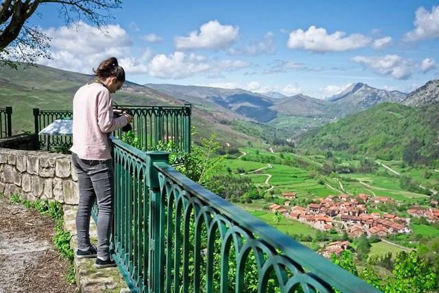 Ngắm những ngôi làng đẹp nhất Tây Ban Nha - Ảnh 2.
