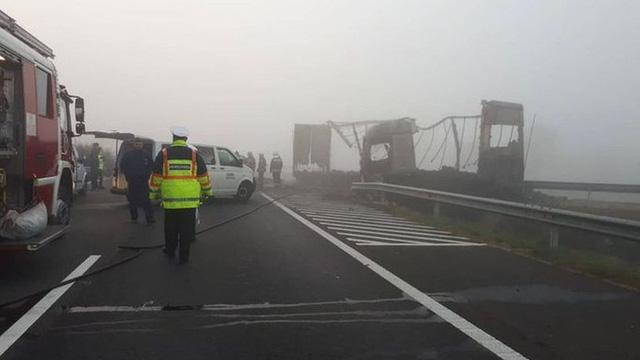 Đâm xe cao tốc tại Hungary, 7 người thiệt mạng - Ảnh 1.