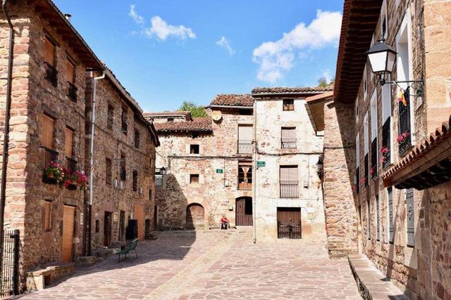 Ngắm những ngôi làng đẹp nhất Tây Ban Nha - Ảnh 11.