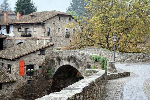Ngắm những ngôi làng đẹp nhất Tây Ban Nha - Ảnh 5.