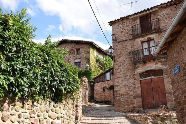 Ngắm những ngôi làng đẹp nhất Tây Ban Nha - Ảnh 10.