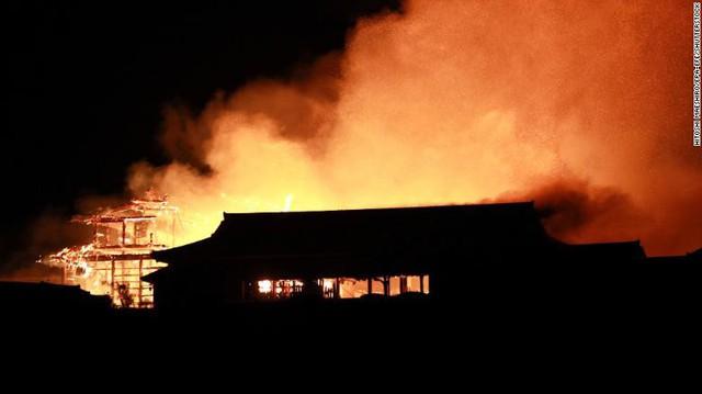 Cháy lớn tại lâu đài cổ Shuri của Nhật Bản - Ảnh 1.