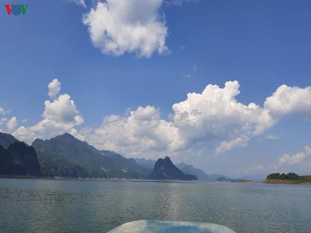 1,8 triệu lượt khách đến tham quan du lịch tại Sơn La - Ảnh 2.