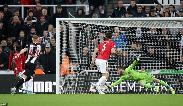 Newcastle United 1-0 Manchester United: Nối dài nỗi thất vọng sân khách! - Ảnh 1.