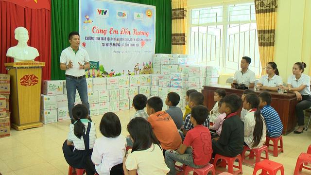 Quỹ Tấm lòng Việt trao học bổng hỗ trợ học sinh nghèo vượt khó tỉnh Thanh Hóa - Ảnh 2.