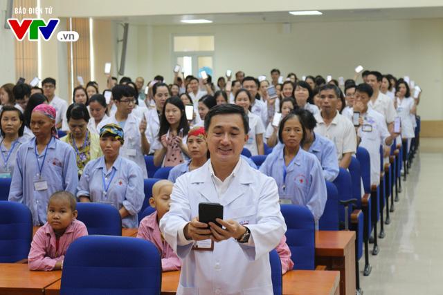Phát động nhắn tin ủng hộ bệnh nhân ung thư - Ảnh 1.