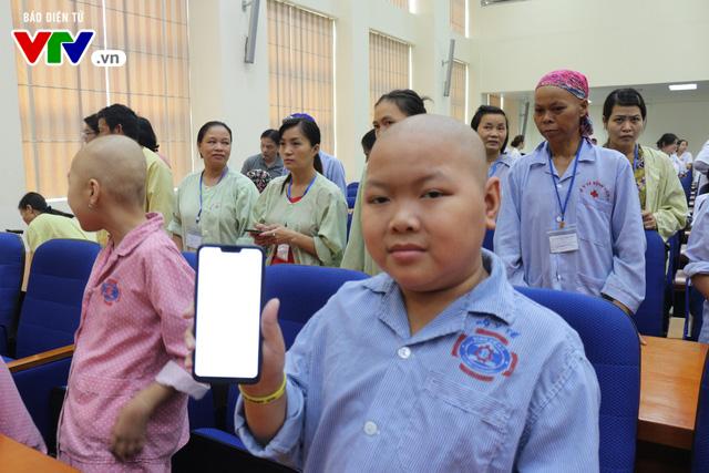 Phát động nhắn tin ủng hộ bệnh nhân ung thư - Ảnh 2.
