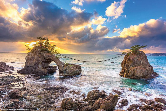 Khám phá những bờ biển tuyệt đẹp trên thế giới - ảnh 13
