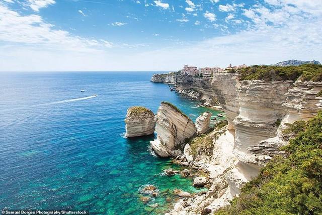 Khám phá những bờ biển tuyệt đẹp trên thế giới - ảnh 15