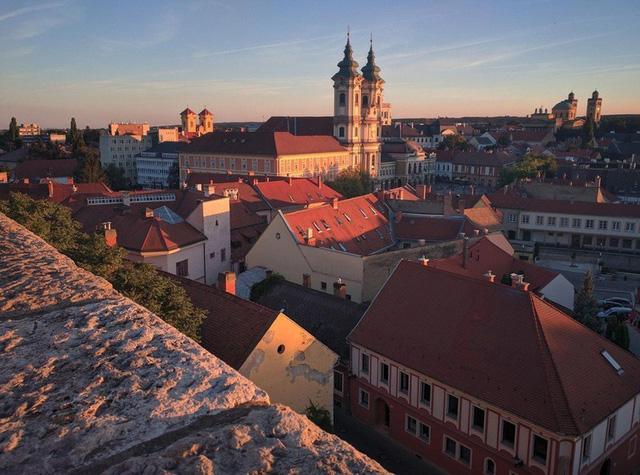 Ngắm những tòa nhà, khu phố cổ thơ mộng ở Đông Âu - ảnh 3