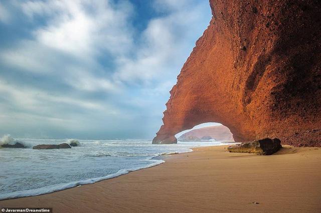 Khám phá những bờ biển tuyệt đẹp trên thế giới - ảnh 4