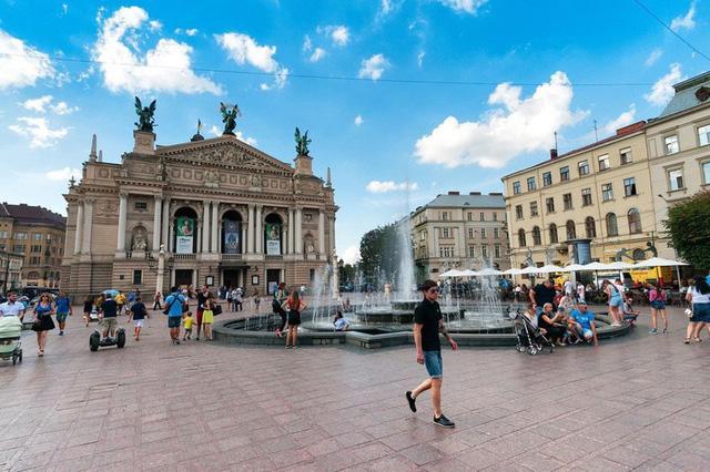 Ngắm những tòa nhà, khu phố cổ thơ mộng ở Đông Âu - ảnh 6