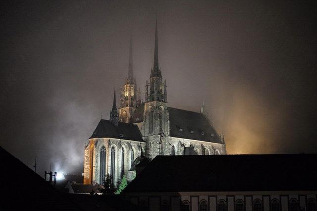 Ngắm những tòa nhà, khu phố cổ thơ mộng ở Đông Âu - ảnh 10