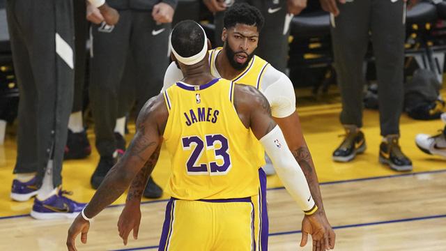Những lợi tích từ loạt trận giao hữu trước mùa giải của các CLB NBA - Ảnh 1.