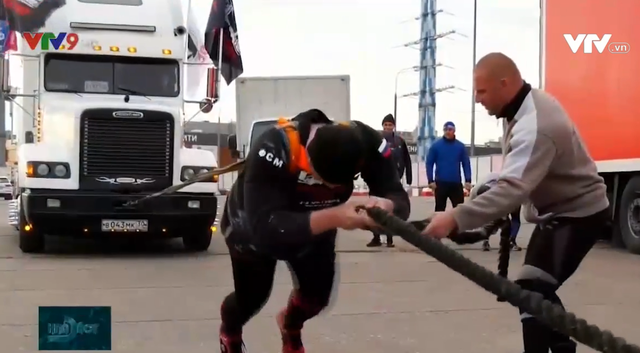 Tài xế xe tải mạnh nhất so tài tại Lễ hội kéo xe - Ảnh 1.