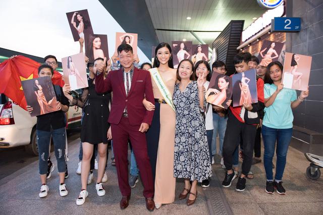 Kiều Loan tự tin catwalk giữa sân bay trước giờ lên đường thi Miss Grand International - Ảnh 5.