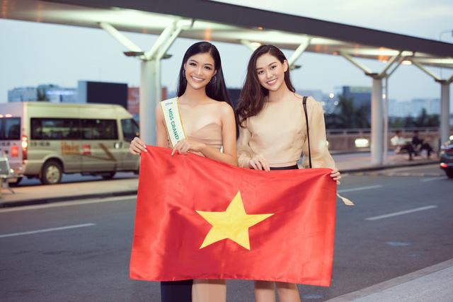 Kiều Loan tự tin catwalk giữa sân bay trước giờ lên đường thi Miss Grand International - Ảnh 8.