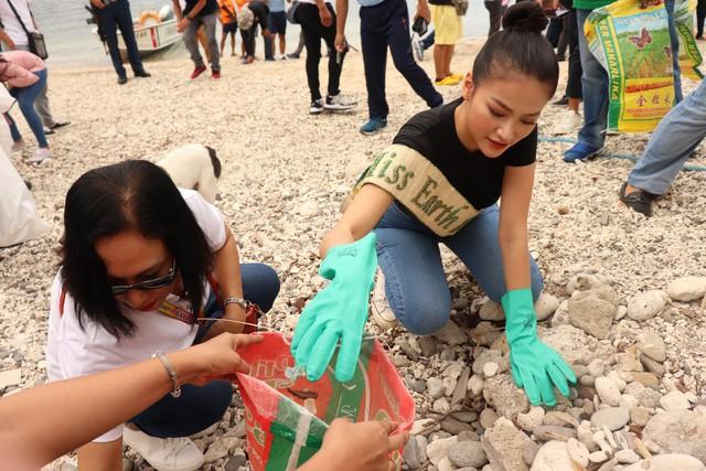 Hoa hậu Phương Khánh lặn biển nhặt rác tại Miss Earth 2019 - Ảnh 4.