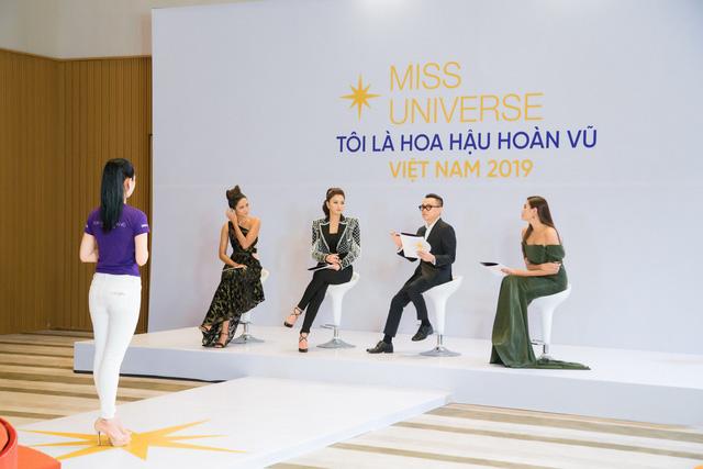 Tôi là Hoa hậu Hoàn vũ Việt Nam 2019 - Tập 2: Giám khảo giận dữ, bức xúc vì điều này - Ảnh 1.