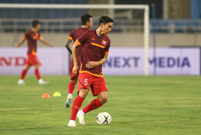 ẢNH: ĐT Việt Nam tập làm quen sân Mỹ Đình, sẵn sàng cho trận gặp ĐT Malaysia - Ảnh 13.