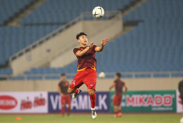 ẢNH: ĐT Việt Nam tập làm quen sân Mỹ Đình, sẵn sàng cho trận gặp ĐT Malaysia - Ảnh 10.