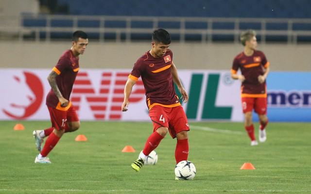 ẢNH: ĐT Việt Nam tập làm quen sân Mỹ Đình, sẵn sàng cho trận gặp ĐT Malaysia - Ảnh 4.