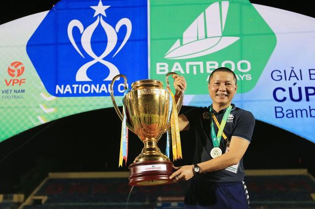 ẢNH: CLB Hà Nội ăn mừng danh hiệu vô địch Cúp Quốc gia đầu tiên trong lịch sử đội bóng - Ảnh 7.