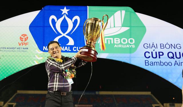 ẢNH: CLB Hà Nội ăn mừng danh hiệu vô địch Cúp Quốc gia đầu tiên trong lịch sử đội bóng - Ảnh 5.