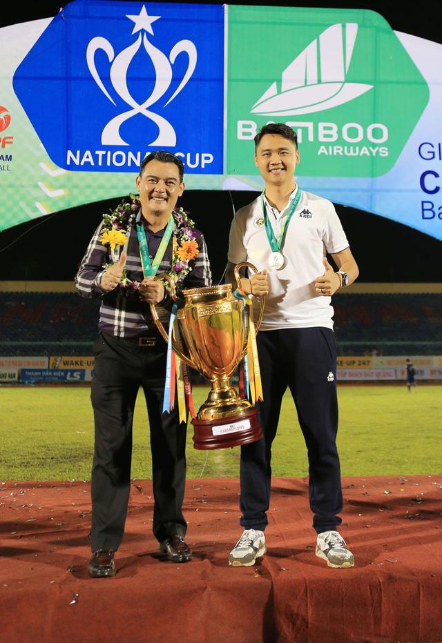 ẢNH: CLB Hà Nội ăn mừng danh hiệu vô địch Cúp Quốc gia đầu tiên trong lịch sử đội bóng - Ảnh 18.