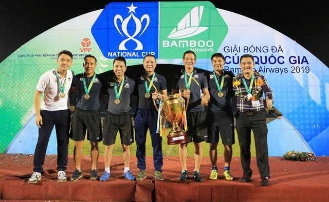ẢNH: CLB Hà Nội ăn mừng danh hiệu vô địch Cúp Quốc gia đầu tiên trong lịch sử đội bóng - Ảnh 17.