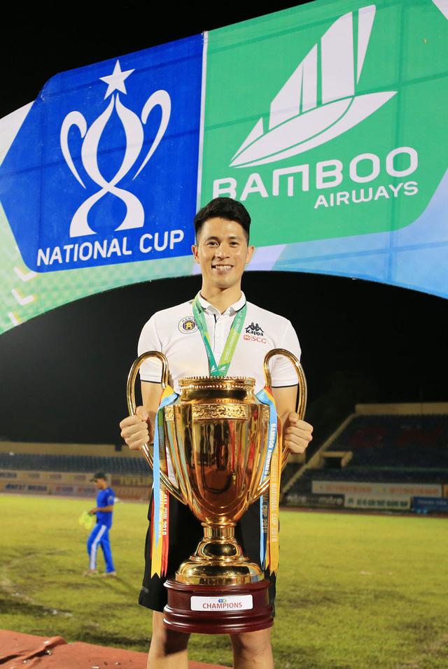 ẢNH: CLB Hà Nội ăn mừng danh hiệu vô địch Cúp Quốc gia đầu tiên trong lịch sử đội bóng - Ảnh 14.