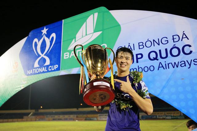 ẢNH: CLB Hà Nội ăn mừng danh hiệu vô địch Cúp Quốc gia đầu tiên trong lịch sử đội bóng - Ảnh 11.