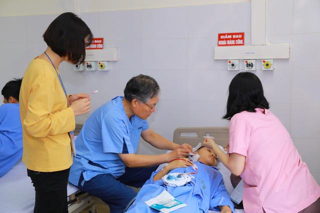 Khám chữa bệnh miễn phí tại các điểm dân cư khó khăn ở Thái Nguyên - Ảnh 4.