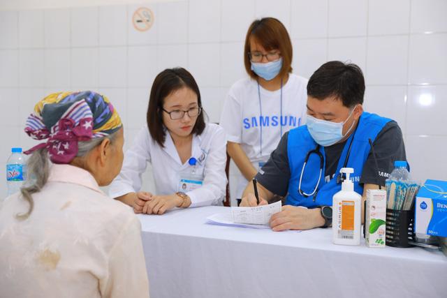 Khám chữa bệnh miễn phí tại các điểm dân cư khó khăn ở Thái Nguyên - Ảnh 2.