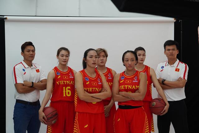 Đội tuyển bóng rổ Việt Nam công bố trang phục thi đấu tại SEA Games 30 - Ảnh 1.