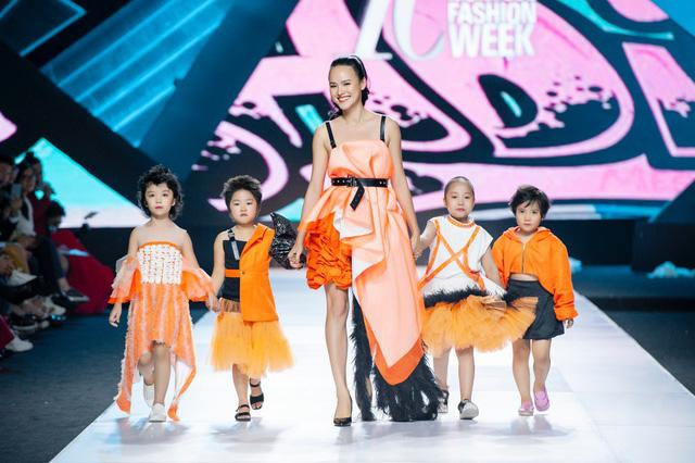 Cao Thái Hà, Tuyết Lan đồng hành cùng NTK Ivan Trần giúp đỡ trẻ em ung thư - Ảnh 2.