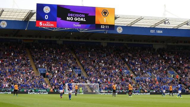 Gary Neville ủng hộ VAR tiếp tục xuất hiện tại giải ngoại hạng Anh - Ảnh 1.