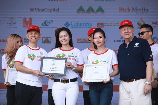 Lương Nguyệt Anh, MC Mỹ Vân chạy ủng hộ trẻ em bị bệnh tim - Ảnh 8.