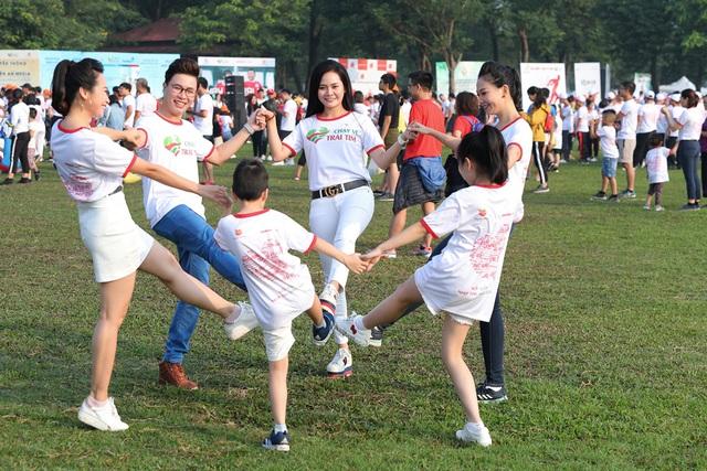 Lương Nguyệt Anh, MC Mỹ Vân chạy ủng hộ trẻ em bị bệnh tim - Ảnh 4.