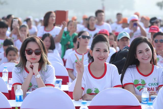 Lương Nguyệt Anh, MC Mỹ Vân chạy ủng hộ trẻ em bị bệnh tim - Ảnh 2.