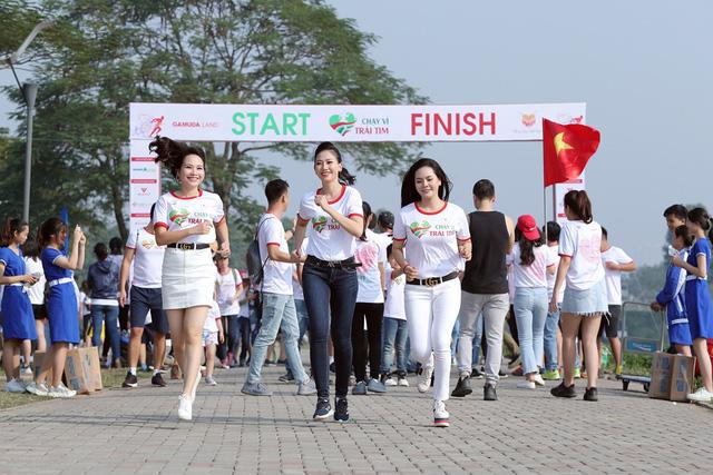 Lương Nguyệt Anh, MC Mỹ Vân chạy ủng hộ trẻ em bị bệnh tim - Ảnh 1.
