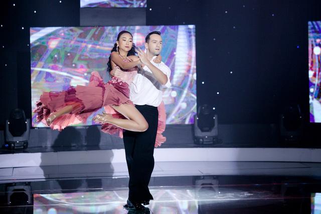 Đoan Trang và trai đẹp Bước nhảy hoàn vũ tái hợp trong 60 phút rực rỡ - Ảnh 2.