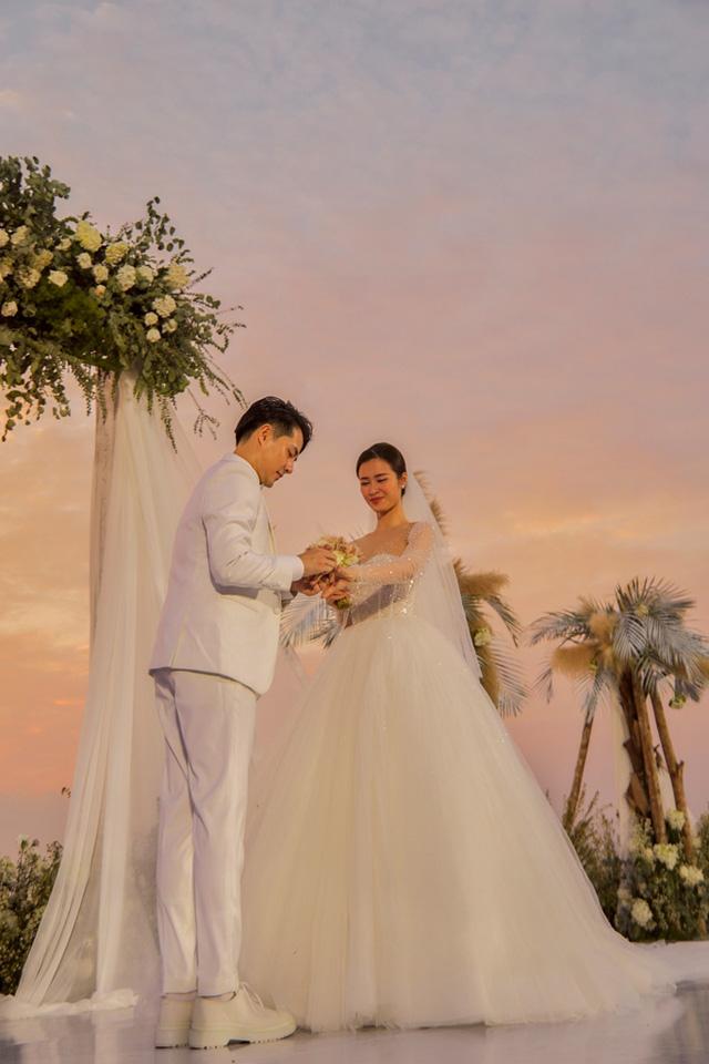 Vừa kết hôn, Đông Nhi – Ông Cao Thắng tung MV khoảnh khắc đám cưới ngọt ngào - Ảnh 4.