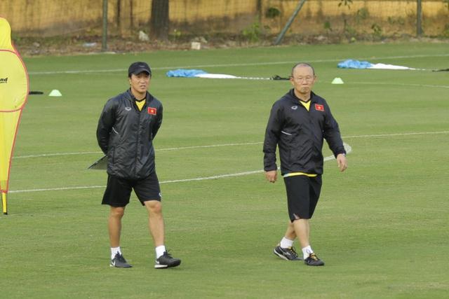 Trợ lý của HLV Park Hang Seo tiếp tục gắn bó với bóng đá Việt Nam - Ảnh 2.