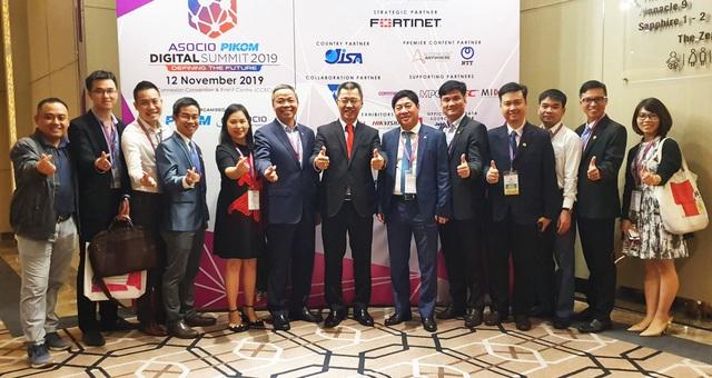 Ba đại diện Việt Nam được trao giải thưởng ASOCIO 2019 - Ảnh 1.
